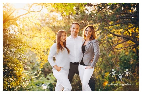 Herbstliche Familienfotos im Freien in Wien